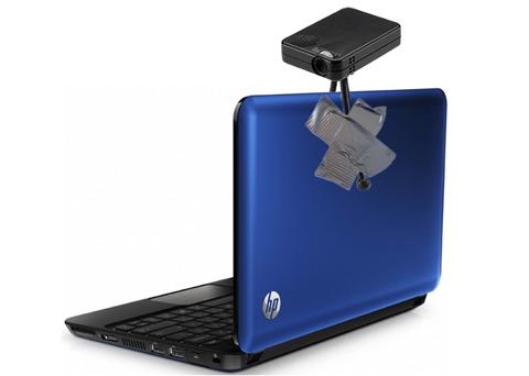 Máy tính kiêm máy chiếu sẽ có độ tiện dụng cao. Ảnh: Engadget.